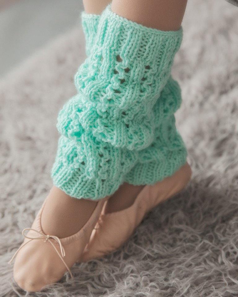 Knitting Patterns Leg Warmers Ballet : Soft and Cozy Leg Warmers Knitting Pattern - Leelee KnitsLeelee Knits